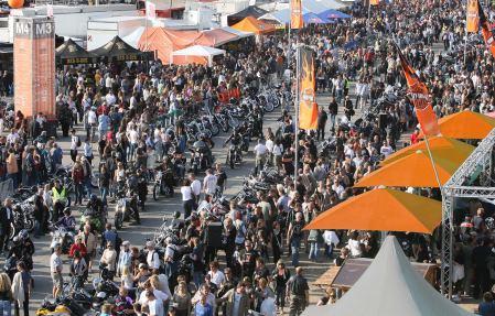 Zum ersten mal ziehen die Harley Days in die deutsche Hauptstadt - Neben Benzingesprächen und vielen Maschinen lockt ein reichhaltiges Programm mit Sicherheit zahlreiche Besucher.