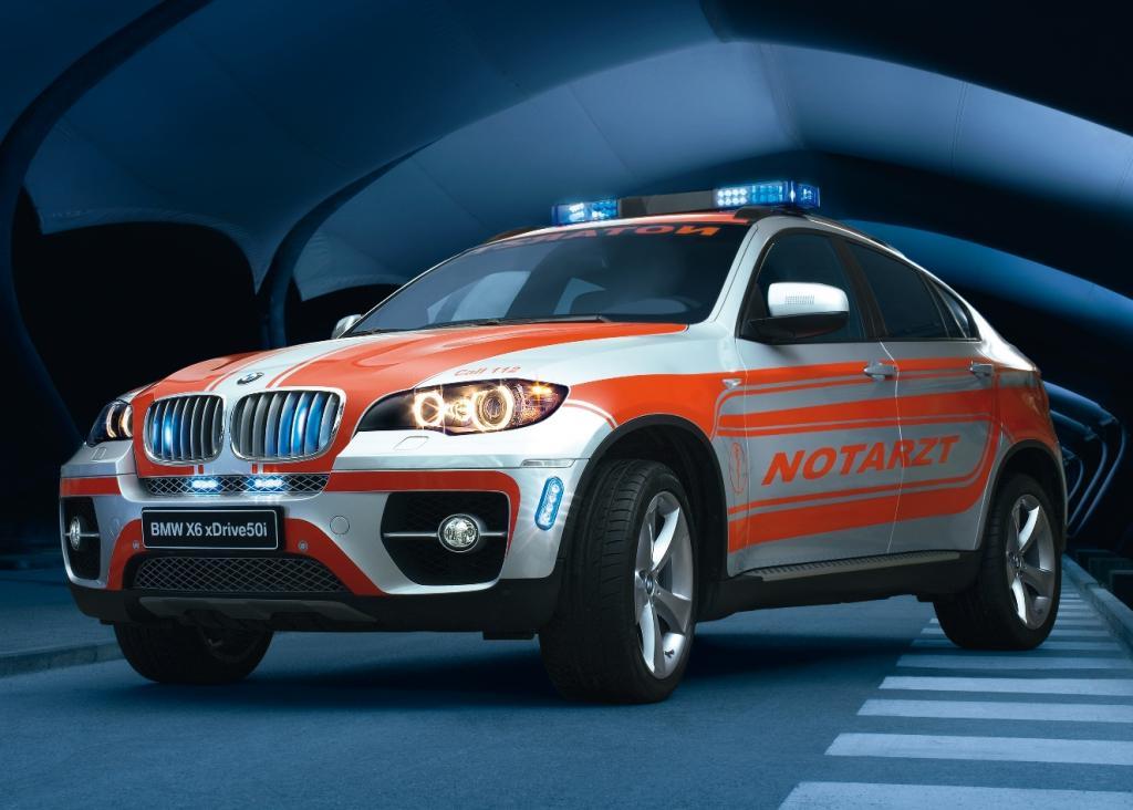 BMW zeigt X6 als Notarzteinsatzfahrzeug - Schnell. Sicher. Elegant.
