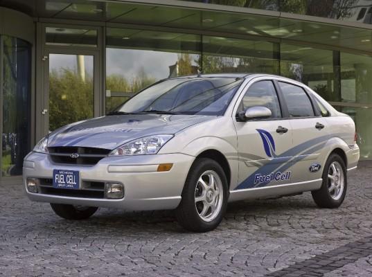Ford übergibt dem Technik Museum zwei Focus-Versuchsfahrzeuge
