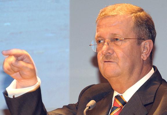 Wiedeking will Porsche-Übernahme durch VW verhindern