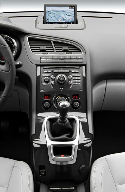 5008: Peugeot 5008 gibt Ausblick auf neues Marken-Design