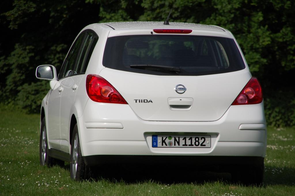 Braucht der Straßenverkehr den Nissan Tiida? Bequeme Sicherheit.