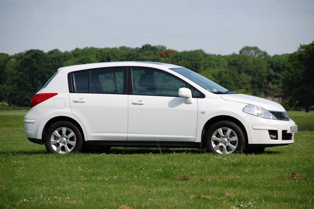 Braucht der Straßenverkehr den Nissan Tiida? Ein Freund, ein guter Freund … ein Auto.
