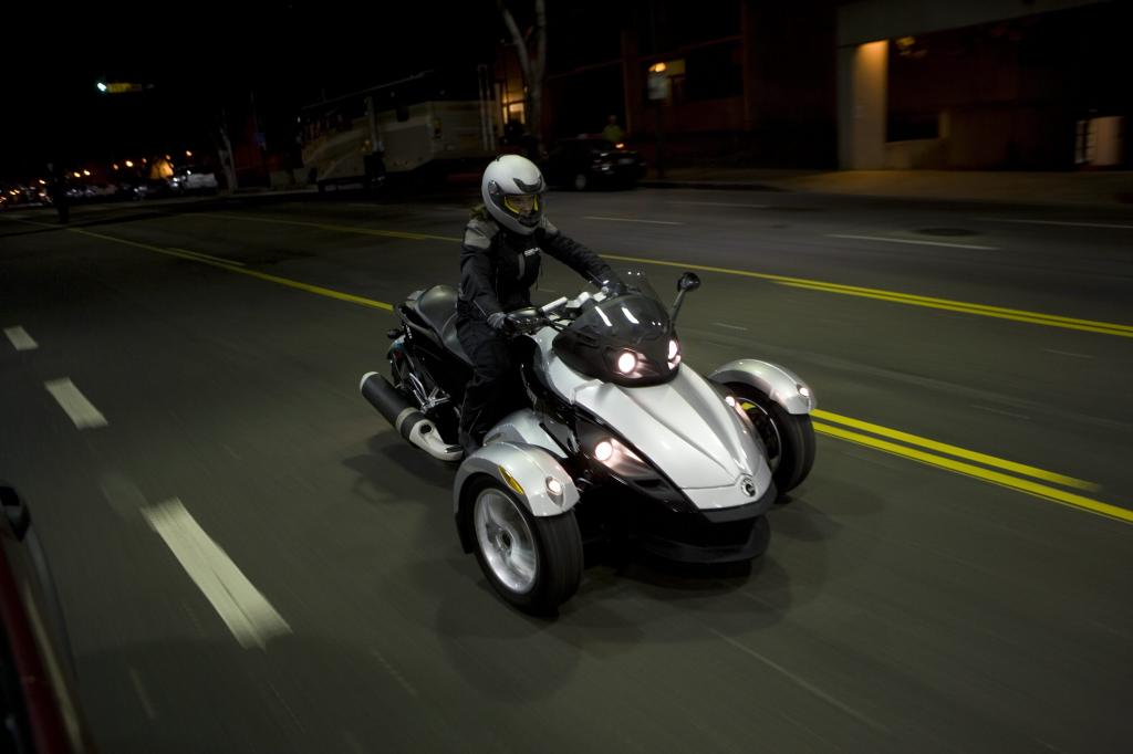 Can-Am Spyder Roadster: Dreirädriges Spaßmobil  - Bild(4)