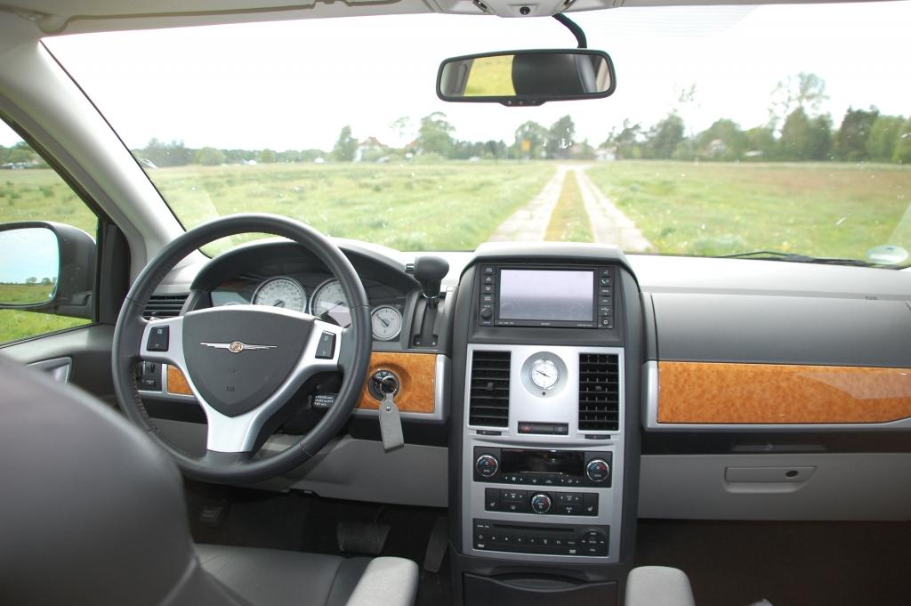 Das Cockpit des Chrysler Grand Voyager Limited 2.8 CRD