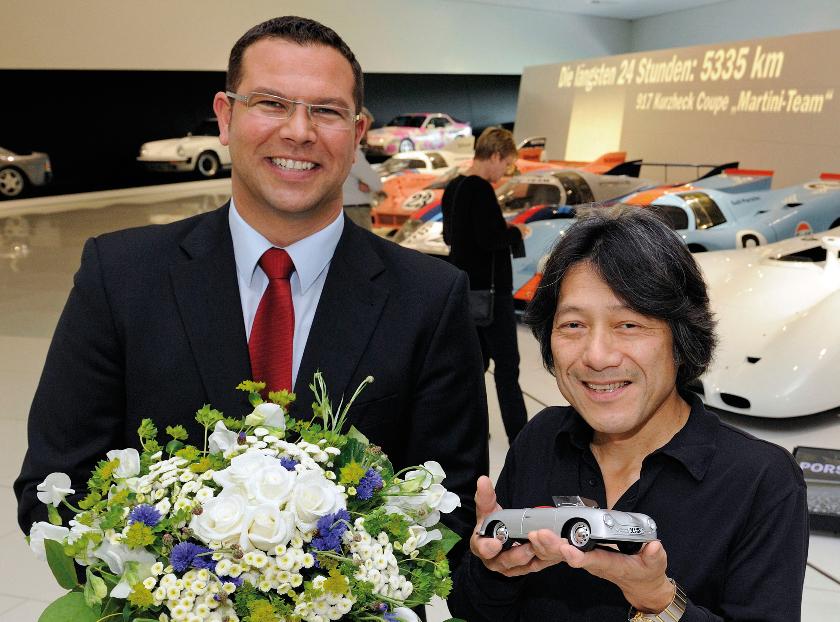 Ein Japaner ist der 250.000. Besucher im neuen Porsche-Museum