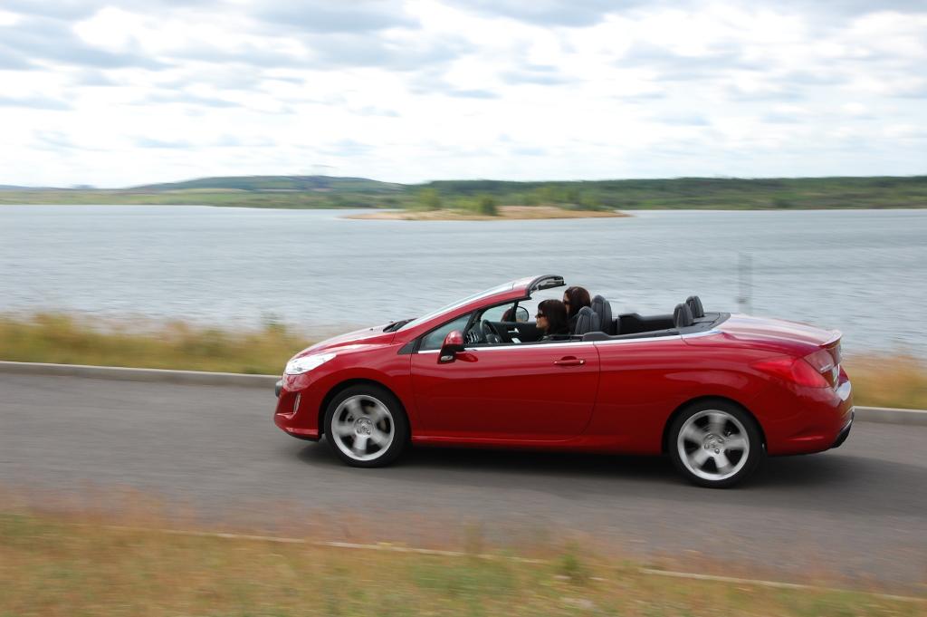 Erstkontakt Peugeot 308 CC Platinum HDi FAP: Da läuft's heiß den Rücken runter...  - Bild(2)
