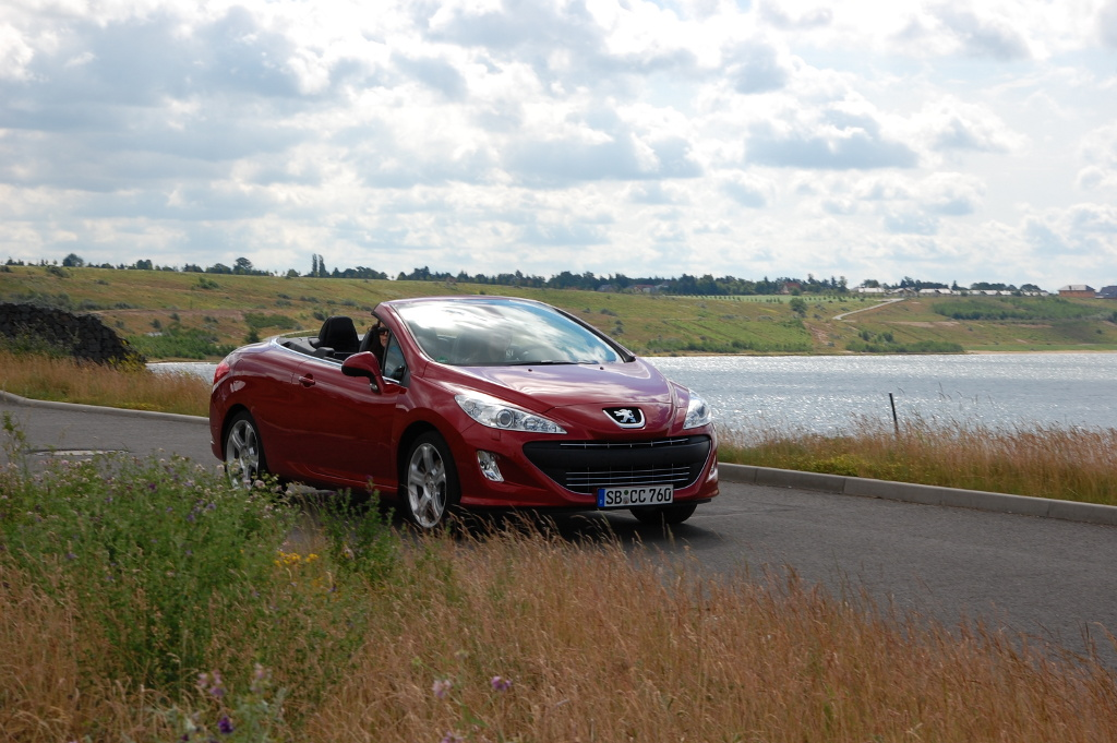 Erstkontakt Peugeot 308 CC Platinum HDi FAP: Da läuft's heiß den Rücken runter...  - Bild(3)