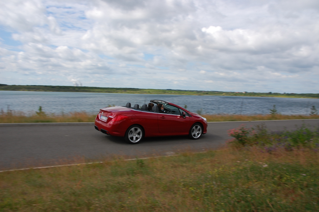 Erstkontakt Peugeot 308 CC Platinum HDi FAP: Da läuft's heiß den Rücken runter...  - Bild(4)