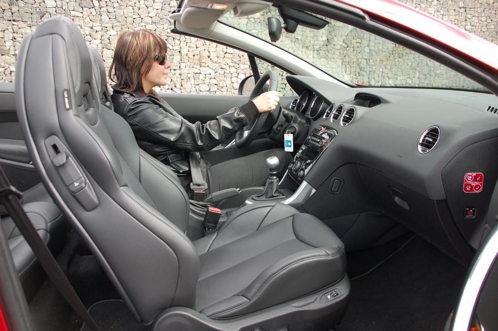 Erstkontakt Peugeot 308 CC Platinum HDi FAP: Da läuft's heiß den Rücken runter...  - Bild(5)