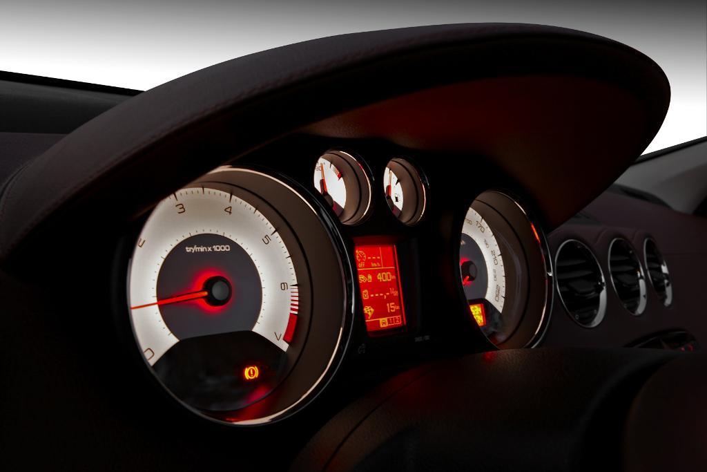 Erstkontakt Peugeot 308 CC Platinum HDi FAP: Da läuft's heiß den Rücken runter...  - Bild(6)