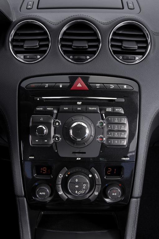 Erstkontakt Peugeot 308 CC Platinum HDi FAP: Da läuft's heiß den Rücken runter...  - Bild(7)