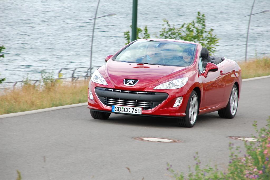 Erstkontakt Peugeot 308 CC Platinum HDi FAP: Da läuft's heiß den Rücken runter...
