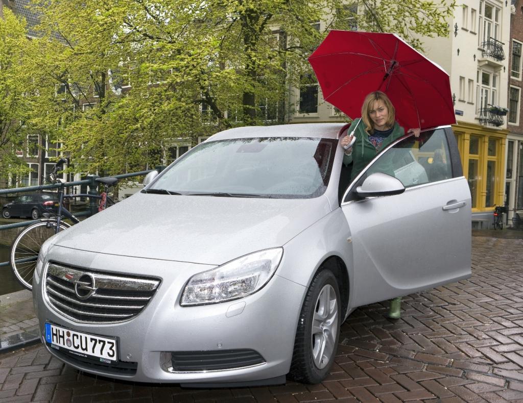 Für Gesine Cukrowski ist der Opel Insignia Sports Tourer das ideale Auto