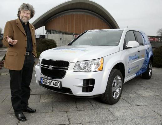 Opel HydroGen4 begeistert Bergsteiger Reinhold Messner