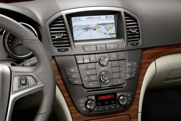 Opel Insignia bietet Navigationssystem mit digitalem Reiseführer