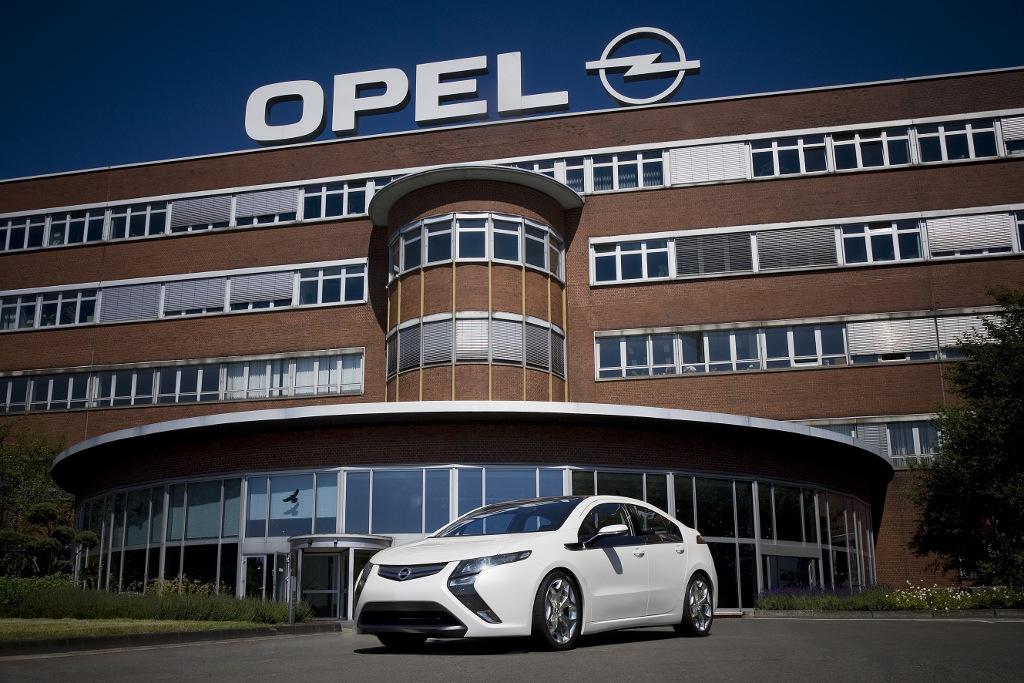 Opel zeigt seriennahe Ampera-Version in Bochum
