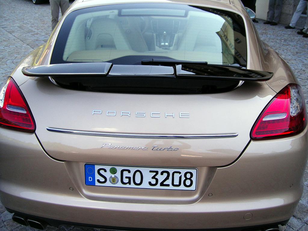 Panamera: Porsche Panamera: Flach, breit, stark