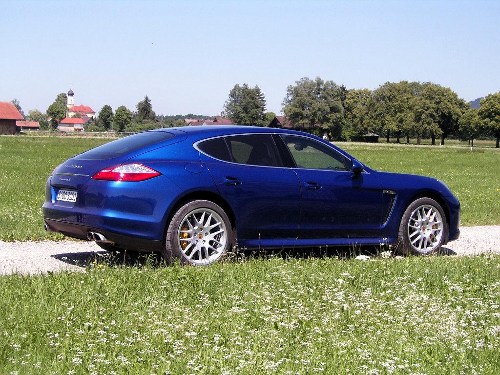 Porsche Panamera: Flach, breit, stark