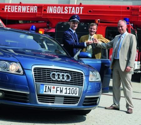 Audi übergibt Einsatzfahrzeug an die Berufsfeuerwehr Ingolstadt