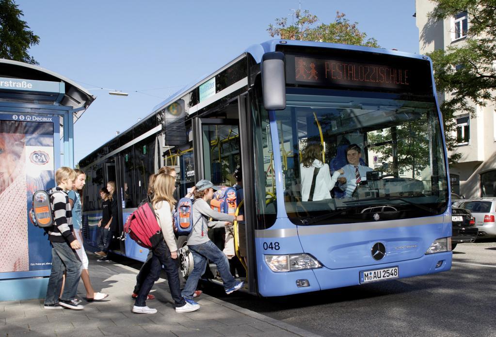 Daimler Buses bietet kostenlosen Schulbuscheck