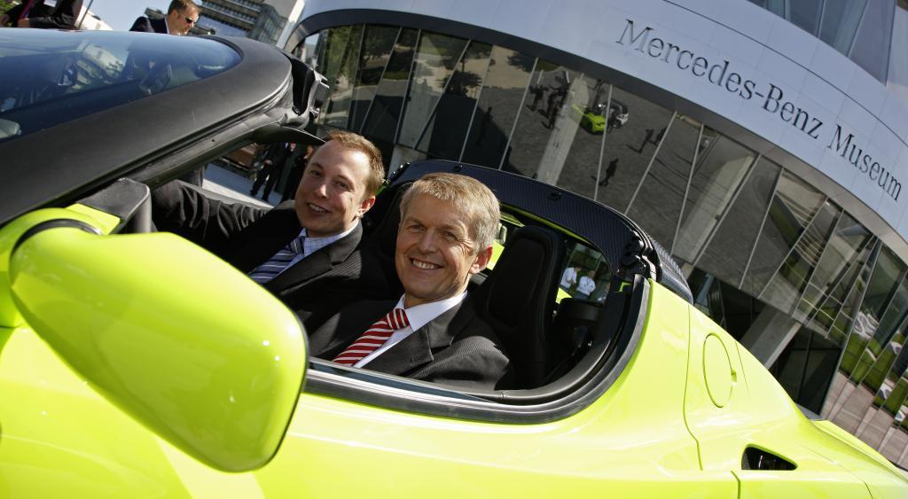 Daimler verkauft Aabar 40 Prozent der Tesla-Beteiligung