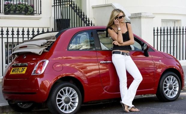 Elle Macpherson mag den Fiat 500C