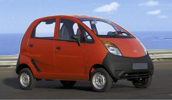 Ersten drei Tata Nanos an Besitzer übergeben