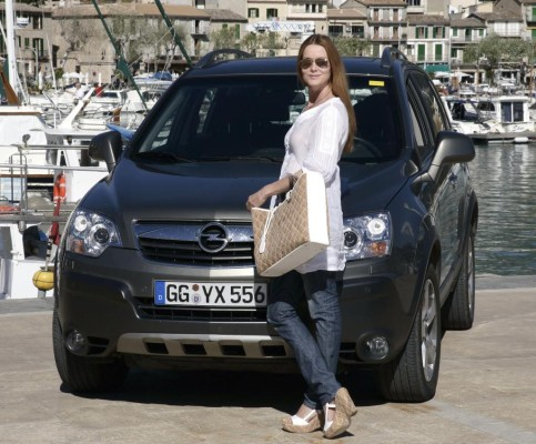 Esther Schweins setzt auf den Opel Antara