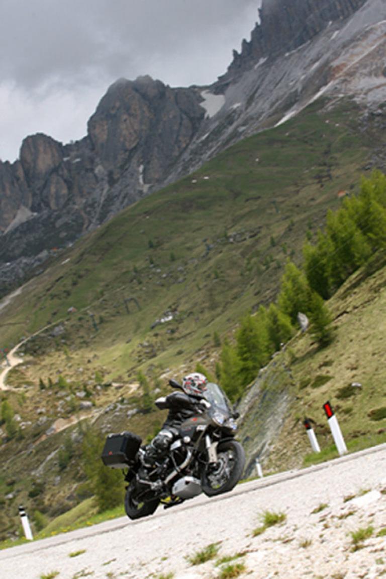 Fahrbericht Moto Guzzi Stelvio NTX: Die etwas andere Reiseenduro  - Bild(2)