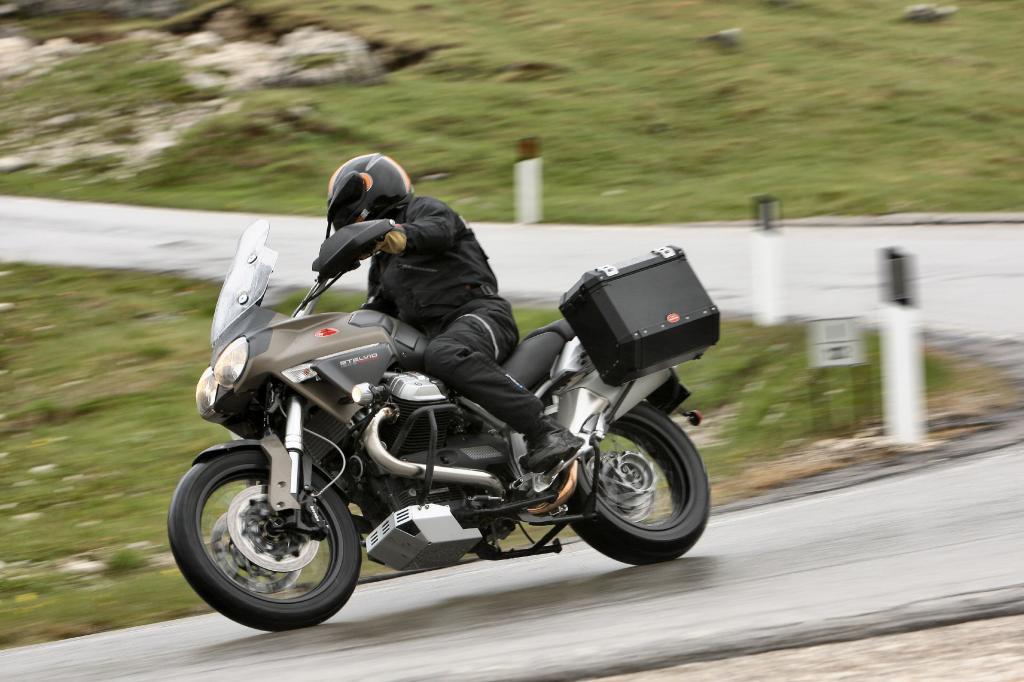 Fahrbericht Moto Guzzi Stelvio NTX: Die etwas andere Reiseenduro  - Bild(4)