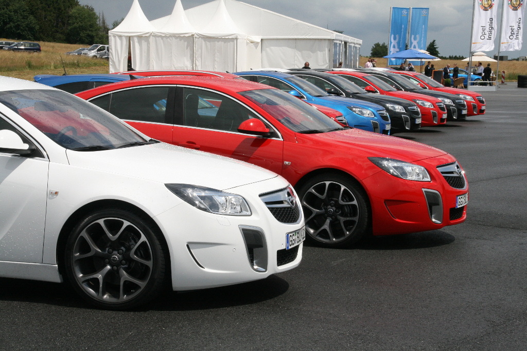 Insignia: Presse-Präsentation Opel Insignia OPC: Wettbewerbsfähiges Angebot