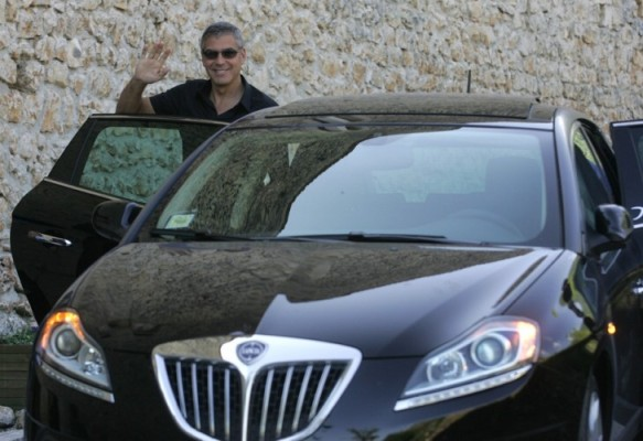 Lancia unterstützt ''Nobel Peace Hall'' in L' Aquila
