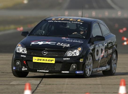 Opel OPC Race Camp: 22 Kandidaten gehen erstmals auf die Rennstrecke