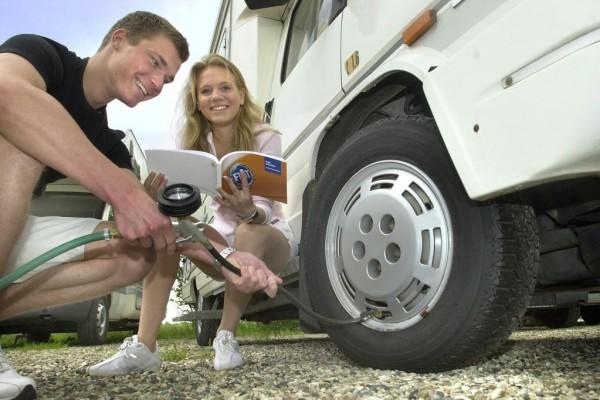 Ratgeber: Auf den richtigen Reifen in den Urlaub