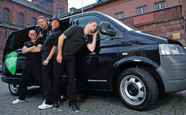 """Volkswagen gratulierten den """"Die Fantastischen Vier"""" zum 20. Geburtstag"""