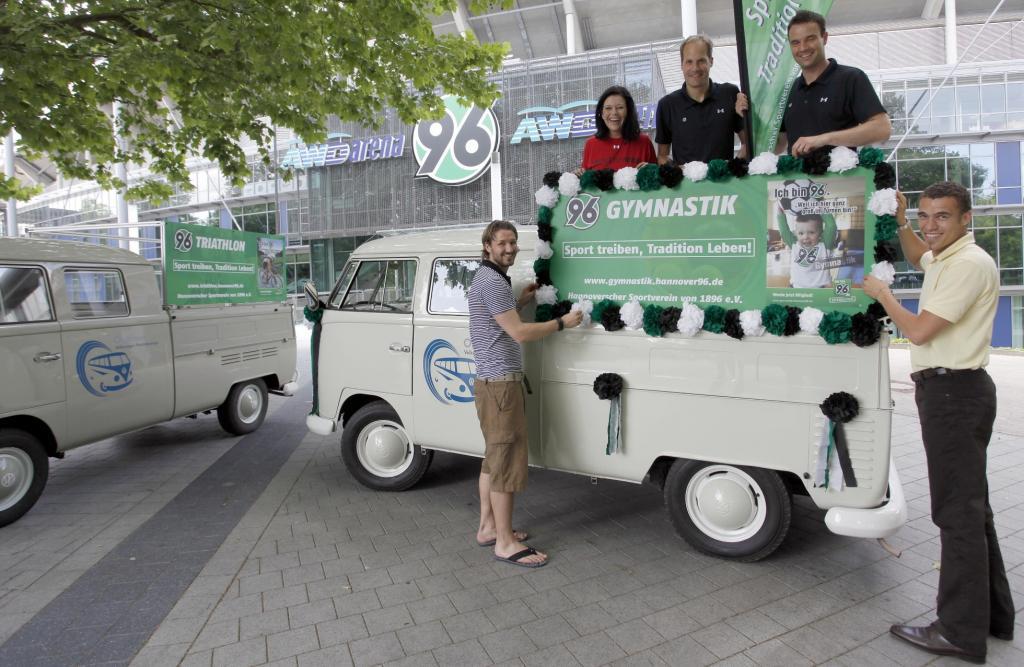 Volkswagen nimmt mit zwei T1 am Schützenausmarsch teil