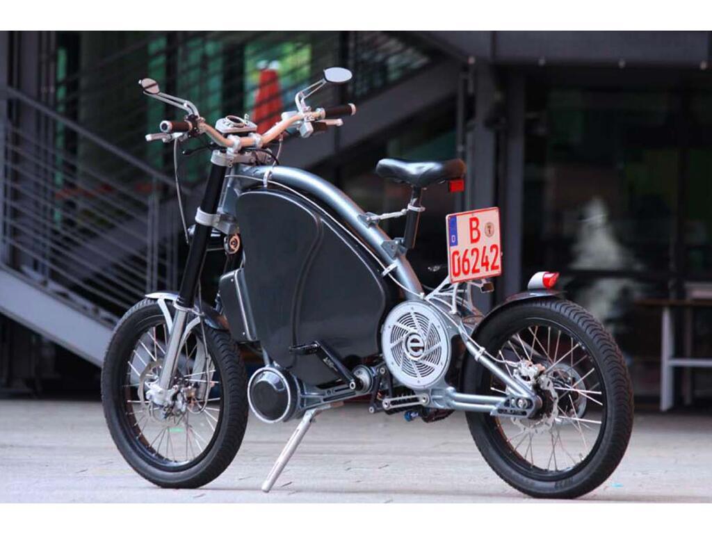 Erockit: Mensch-Maschine-Hybrid-Zweirad, handmade in Berlin
