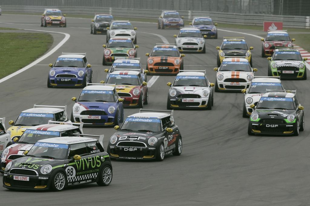Mini Challenge zu Gast beim AvD-Oldtimer-Grand-Prix