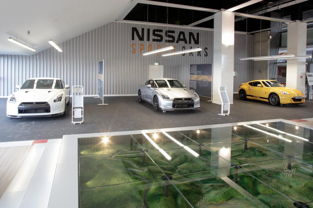 Nissan-Modellautos am Nürburgring