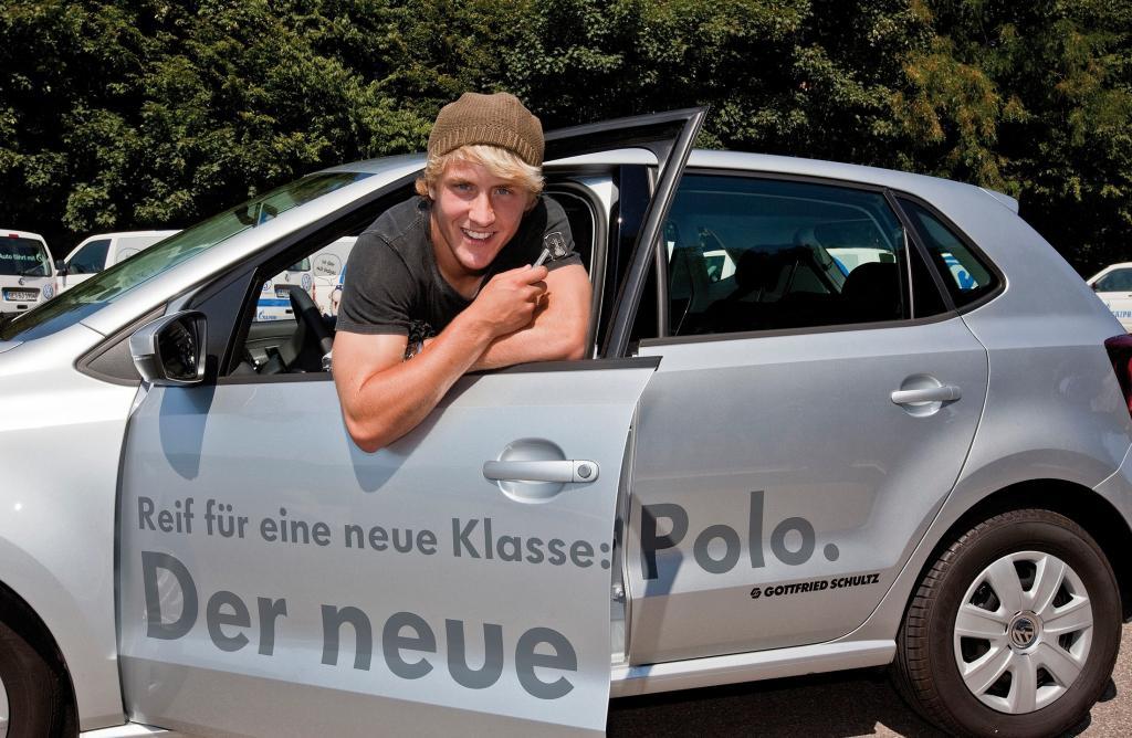 Schalke-Spieler fährt Volkswagen Polo