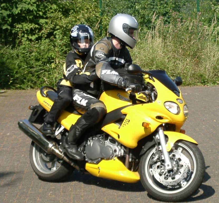 Service: Kinder als Beifahrer auf dem Motorrad