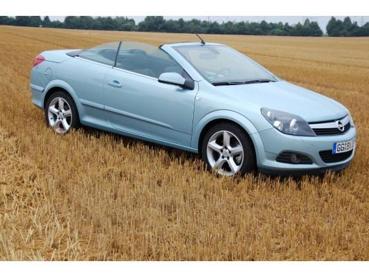 Erstkontakt Opel Astra TwinTop 1.6 Turbo Edition: Rüsselsheimer Sommerfreuden