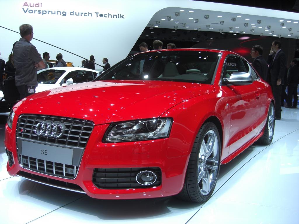 IAA 2009 Rundgang: Audi S5 Sportback und R8 als Roadster