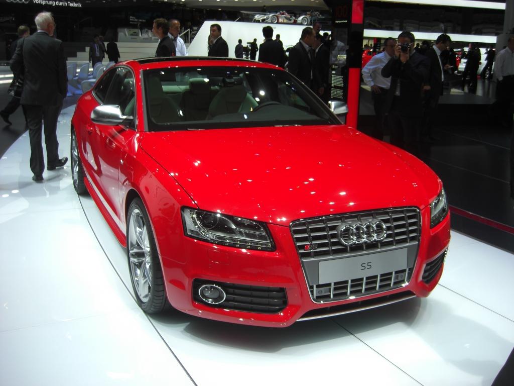 IAA Frankfurt: IAA 2009 Rundgang: Audi S5 Sportback und R8 als Roadster