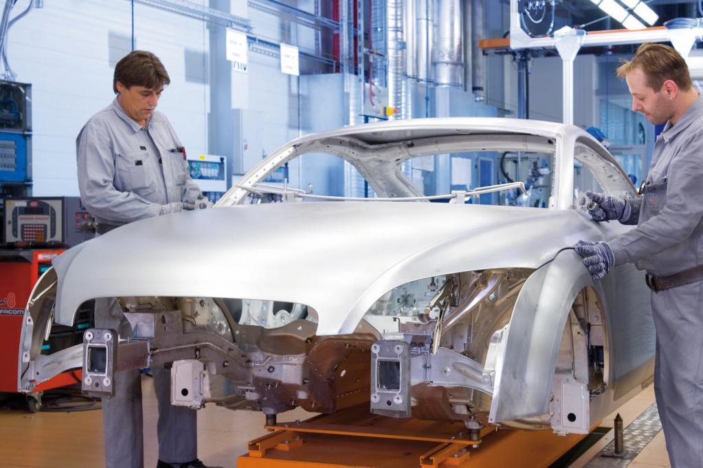 Leichtbau-Autos: Heute Aluminium, morgen Kohlefaser