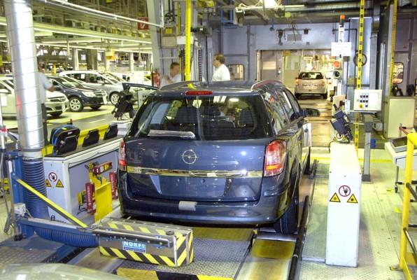 Magna überdenkt noch mal die Schließung des Opel-Werks in Antwerpen