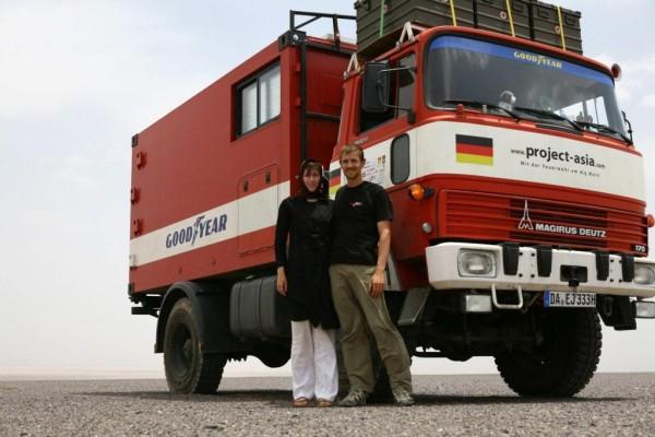 Mit dem Feuerwehrauto von Darmstadt bis Singapur