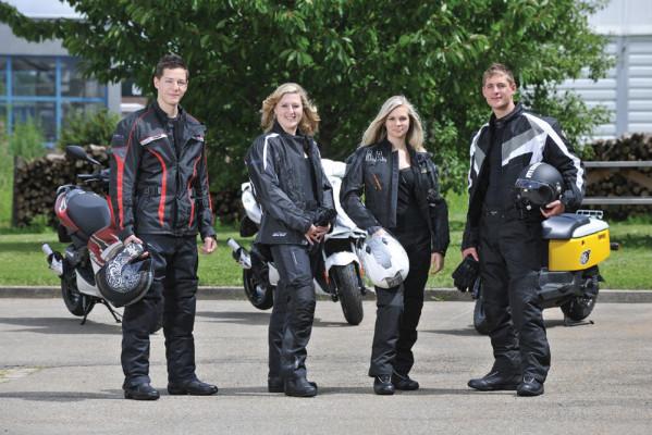 Motorrad-Aktion: 1 000 Jacken zum Schutz junger Fahrer
