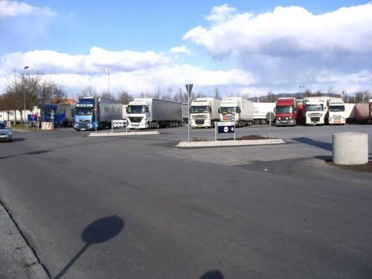 Rund 11 000 neue Lkw-Parkplätze